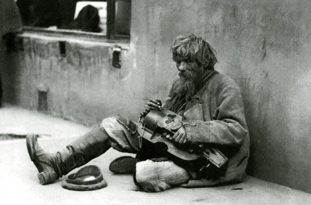 Beggar_with_a_Lyra,_by_Svishchev-Paola_1900s