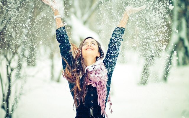 happy-girl-winter-snow-snowflakes-photo-wallpaper-2560x1600